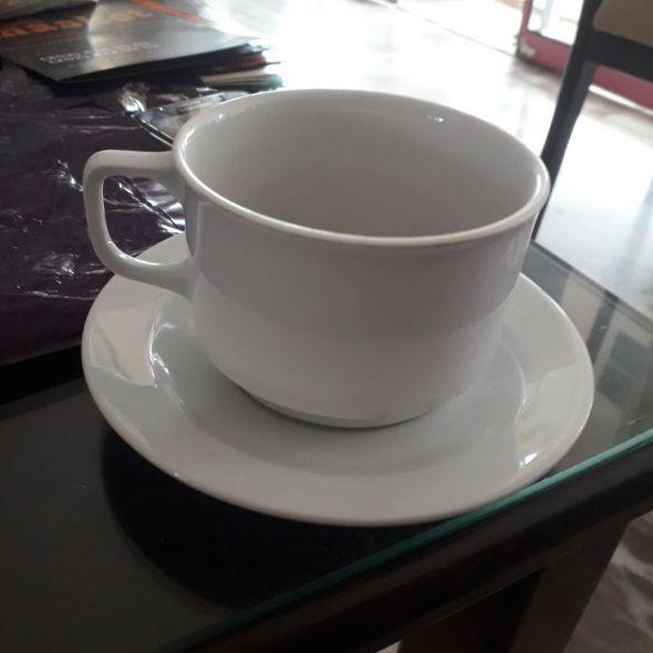 Az çay içilmiş fincan