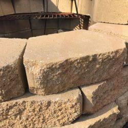 Concrete retaining wall bricks