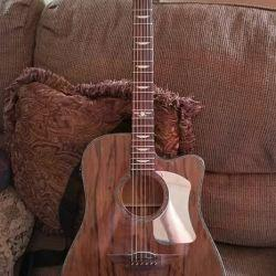 Keith Urban acoustic electric  6 string