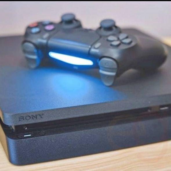 1 yıllık playstation 4 500gb