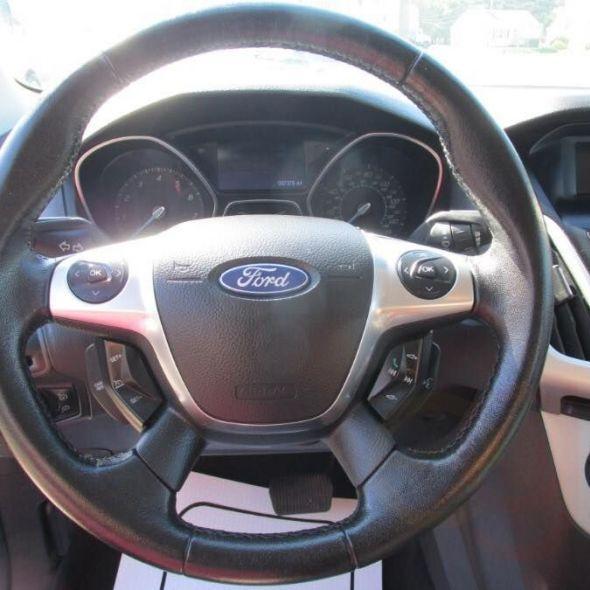 2012 Ford Focus · SE Sedan 4D