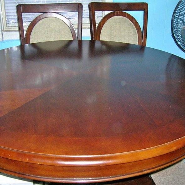 DINNING ROOM TABLE/ W 4 CHAIRS