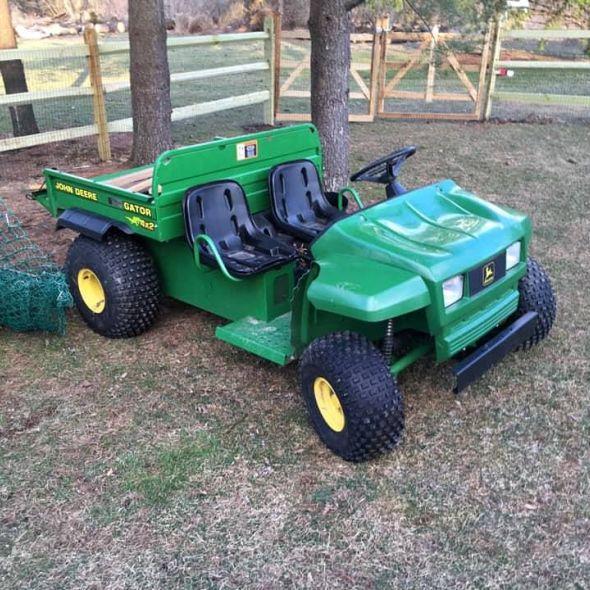 John Deere Gator >> John Deere Gator In Garden Everyg Com