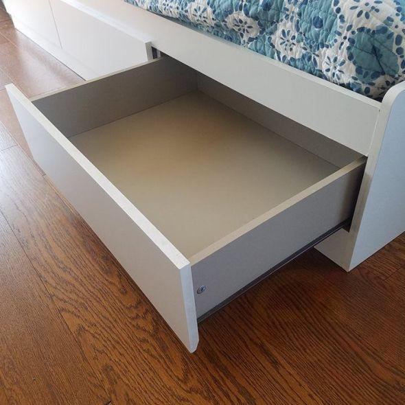 Twin bed with storage/ Daybed