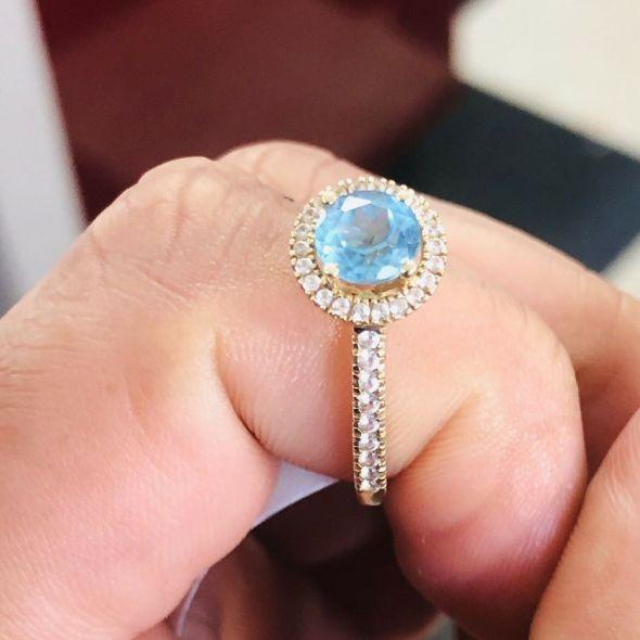 10k Gold Ring With Aquamarine Stone & Cz's 1.9