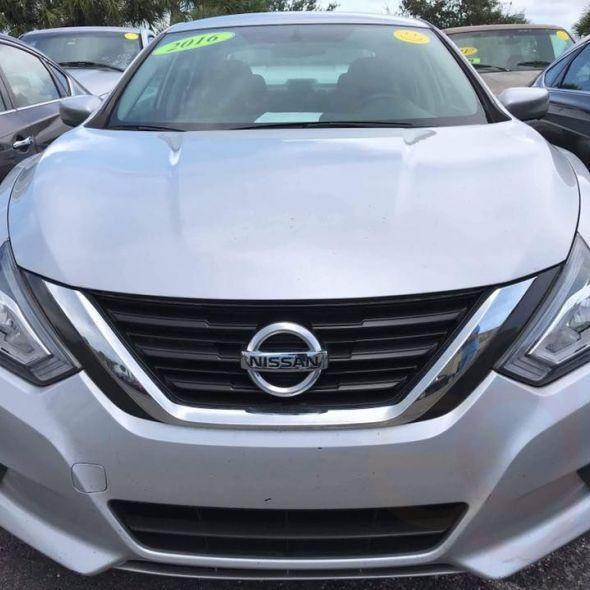2016 Nissan Altima · 2.5 SR Sedan 4D