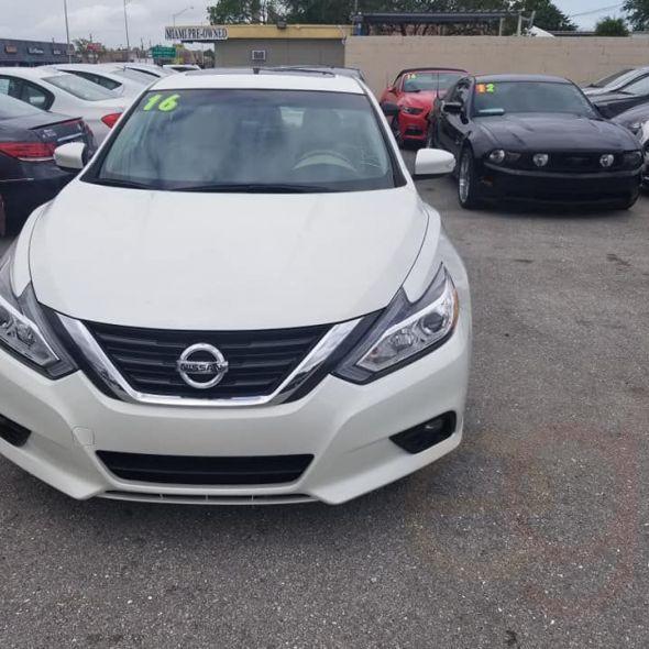 2016 Nissan Altima · 2.5 SV sedan 4D