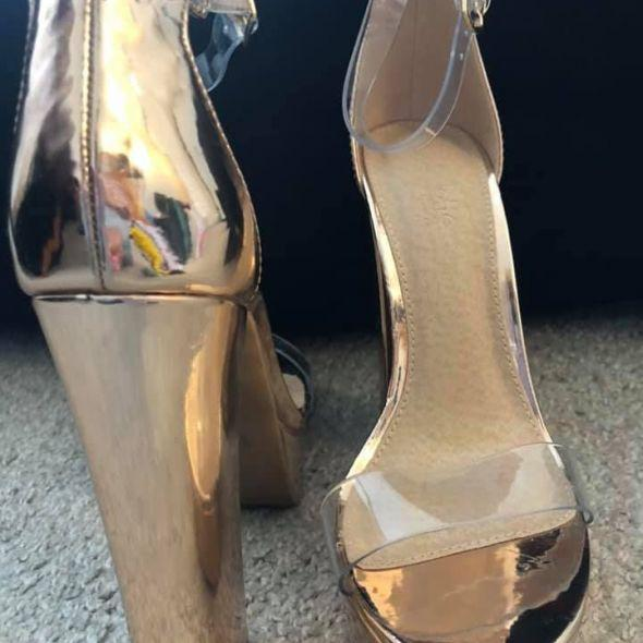 Brand New Shoes Gold Rose High Heels Beautiful! Size 7