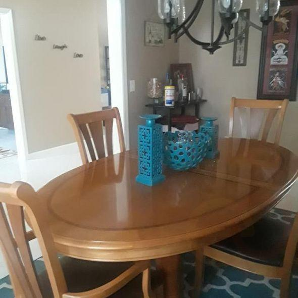 Broyhill Dining Room Table, 6 Chairs And China Cabinet
