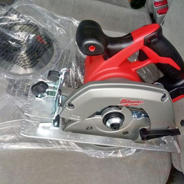 Milwaukee cordless M18 circular saw tool only nueva