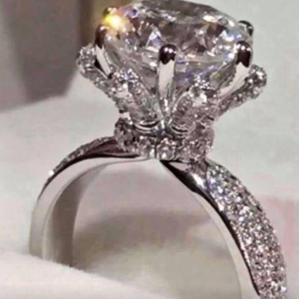 New 18 k white gold engagement ring wedding ring set