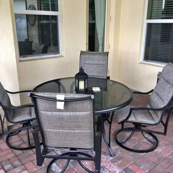 Patio table w/ 4 chairs - must be picked by on 4/4 or 4/5