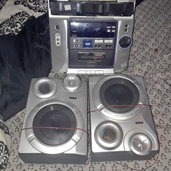 RCA bass reflex speaker system read description!